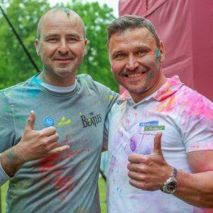 Dyrektor SMOK-a iBurmistrz Słubic pofestiwalu kolorów.